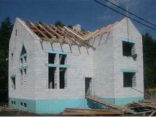 Дом из газоблока и дерево